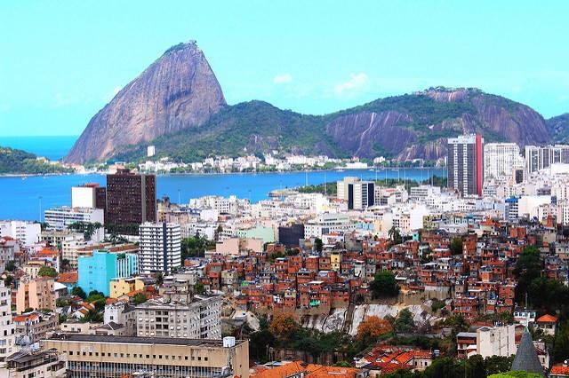 Rio byr på noen fantastiske naturomgivelser. Her ser du flotte Sugar Peak i bakgrunnen.