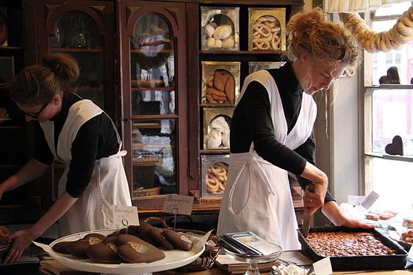 Bakeriet på Den Gamle By: Levendegjøringen gjør museeet spennende - og kakene smaker godt!